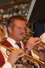 Ernst Hahn als erster Trompeter bei einem Auftritt der Winzerkapelle (2012)