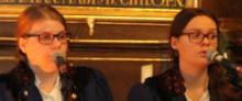 Sarah Röhl und Julia Kneib singen im Duett