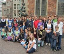 Die Mitglieder des JOMM vor den Bremer Stadtmusikanten