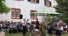 Kurt Stieffenhofer und die Winzerkapelle Kröv machen Musik im Pfarrgarten (2017)
